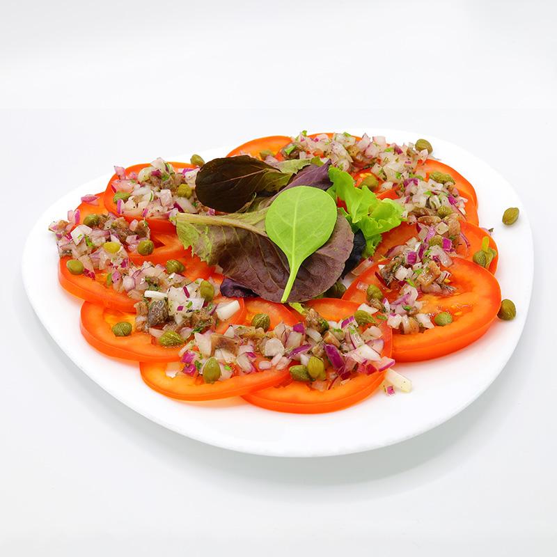 ensalada de tomate anchoas y alcaparras
