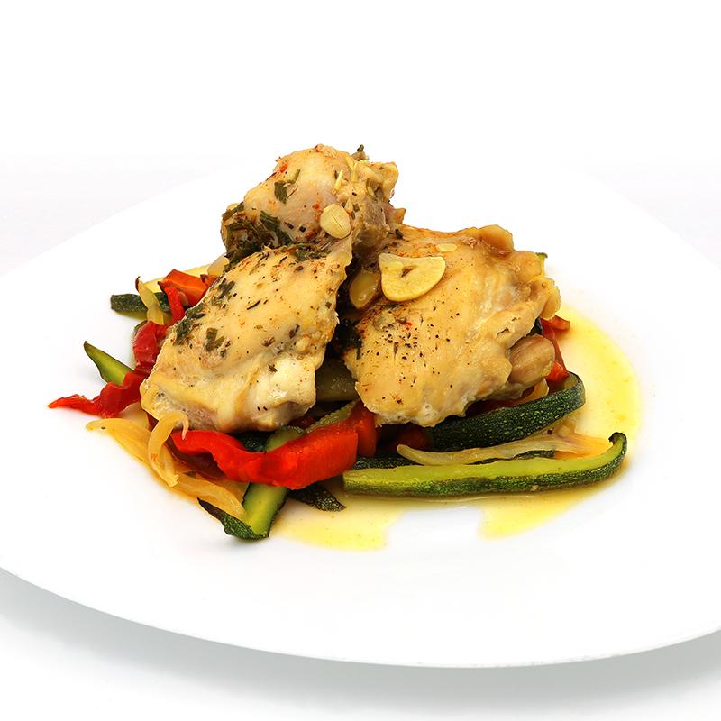 Pollo al horno con verduras y almendras