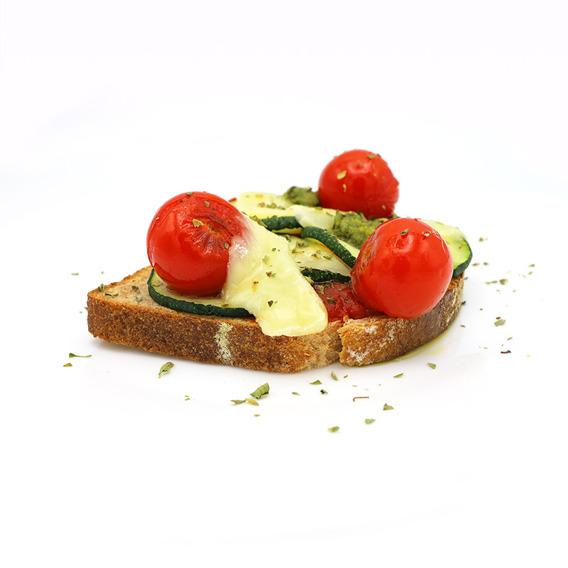 Tosta-de-calabacín-queso-y-pesto