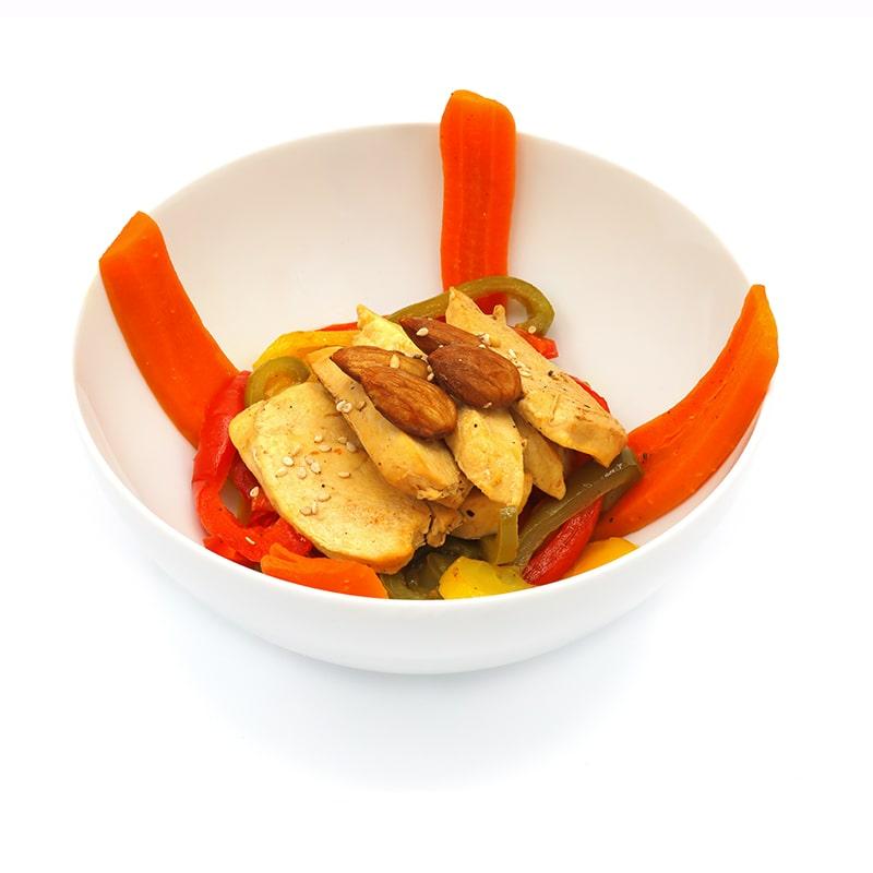 Pollo con almendras en salsa de soja-min