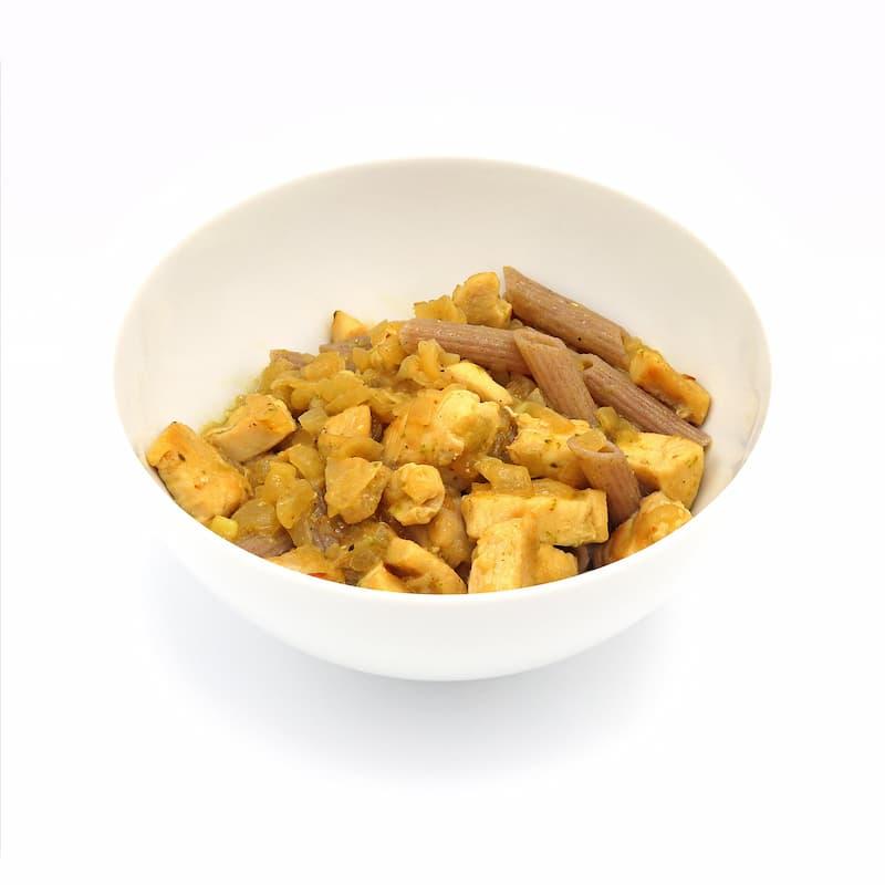 Macarrones de trigo sarraceno con pollo y salsa pesto