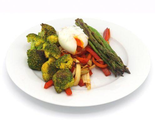 Base de verduras salteadas con huevo poché