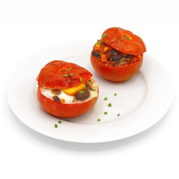 Tomates rellenos de verduras y huevo