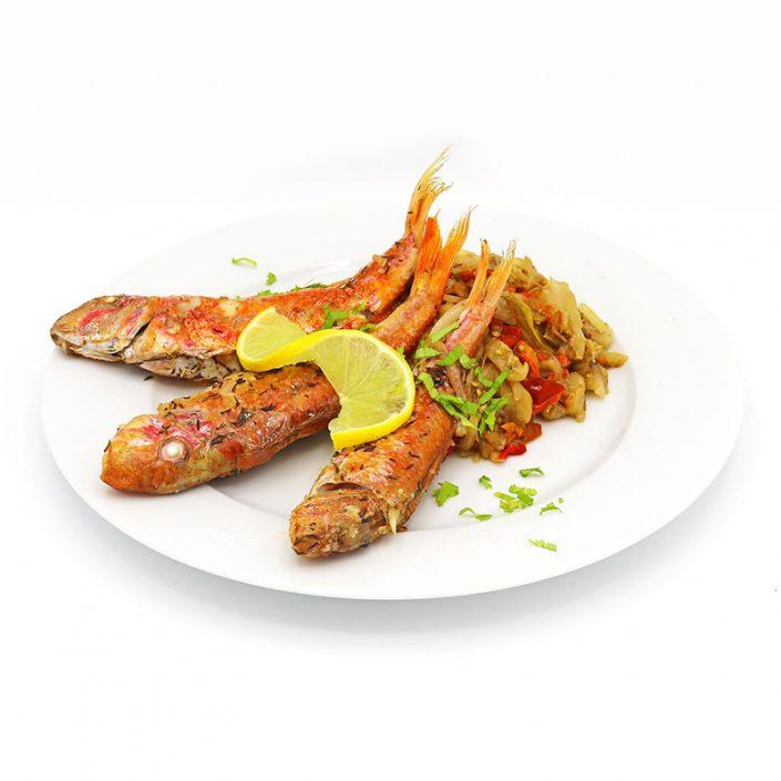 Salmonetes con verduras al horno